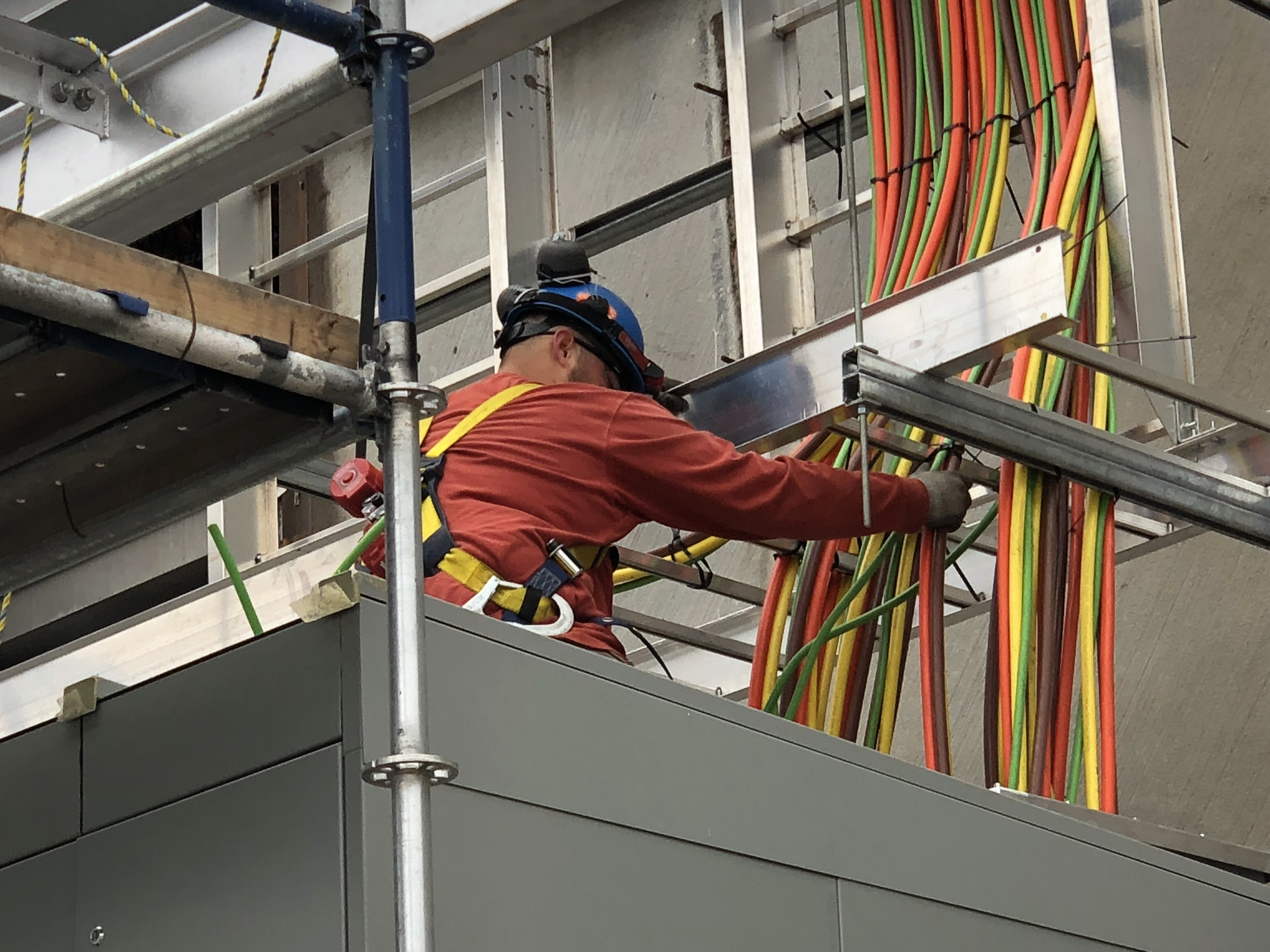 Electrician on Cabling